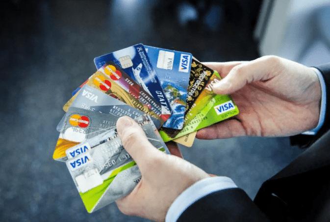 Какую кредитную карту оформить? Сравнение кредиток разных банков.