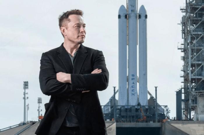 Илон Маск станет первым в мире триллионером?